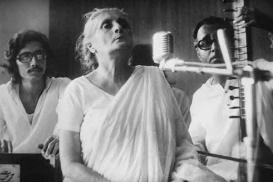 Satyajit Ray made a bride of Jorasanko Thakurbari sing for his movie