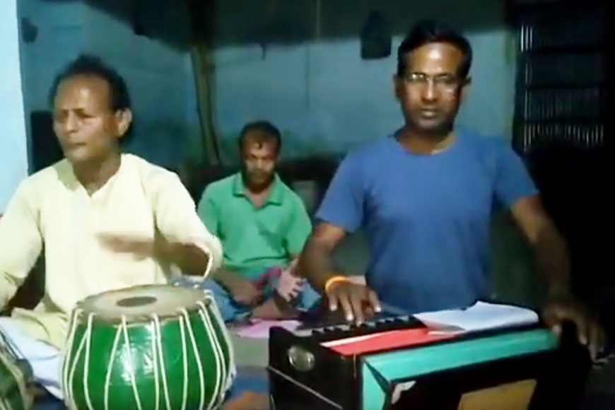 Folk singers of rural Bengal spreading COVID-19 awareness through songs