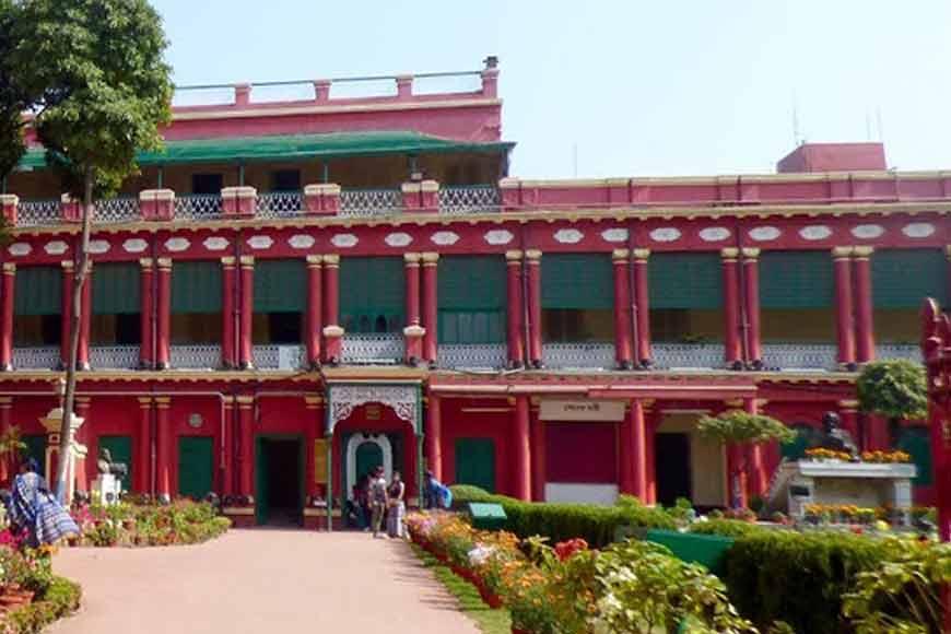 Walking around the 'native' palaces of Kolkata