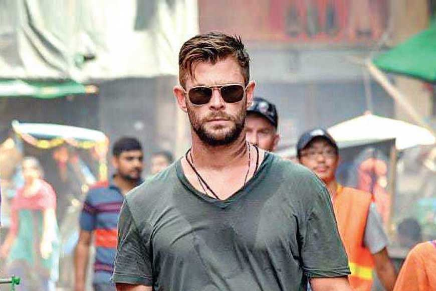 Chris Hemsworth of Netflix sensation movie 'Extraction' speaks Bangla!