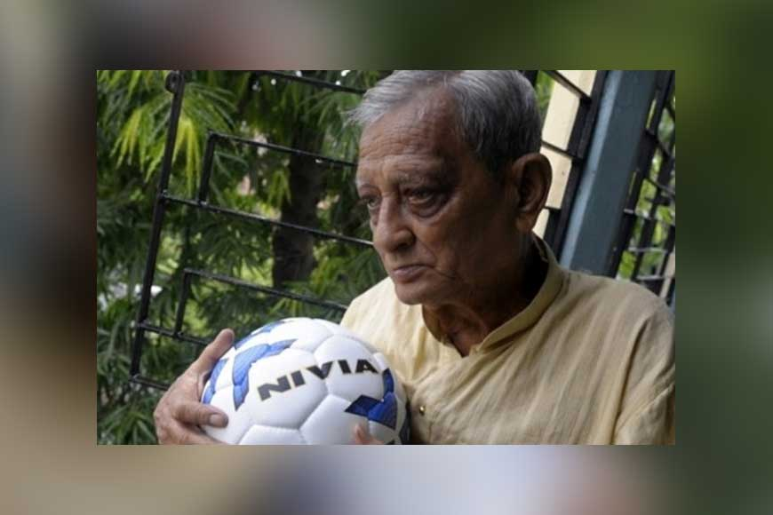 Soccer's greatest fan Pannalal Chatterjee, who witnessed Maradona's 'Hand of God' passes away!