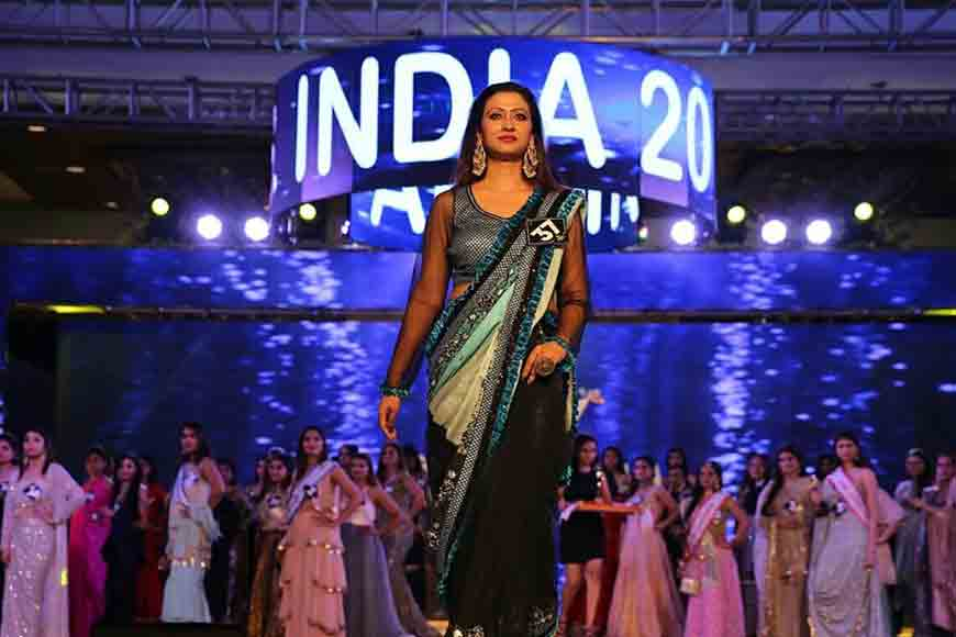 Madhyamgram's housewife gets accolades in Mrs India Contest in Mumbai