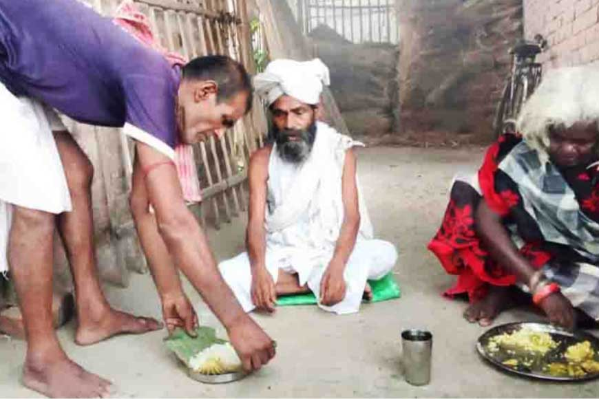 Tea stall that perennially shares food with penniless nomads: Meet the Karmakars