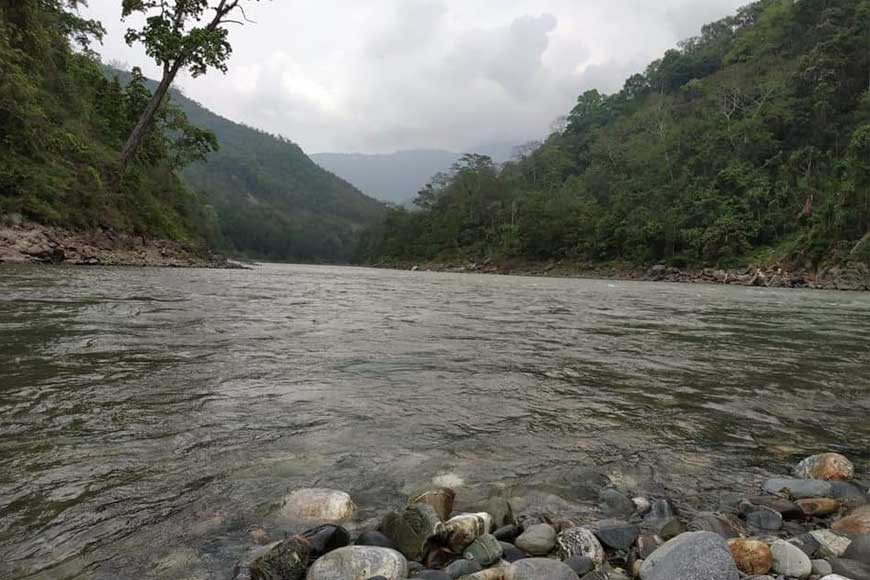 Enjoy a gurgling Mal River at Bengal's Toonbari