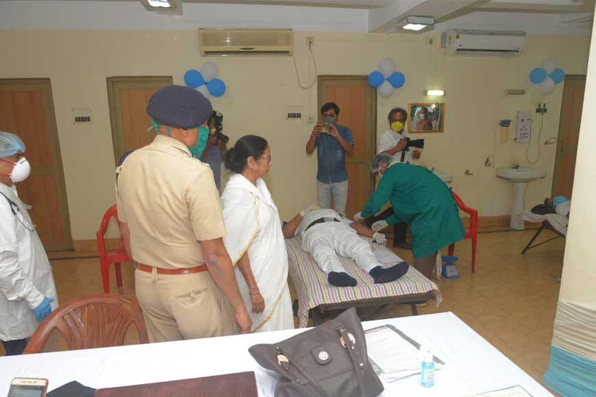 Real Heroes of Bengal – Policemen donating blood daily