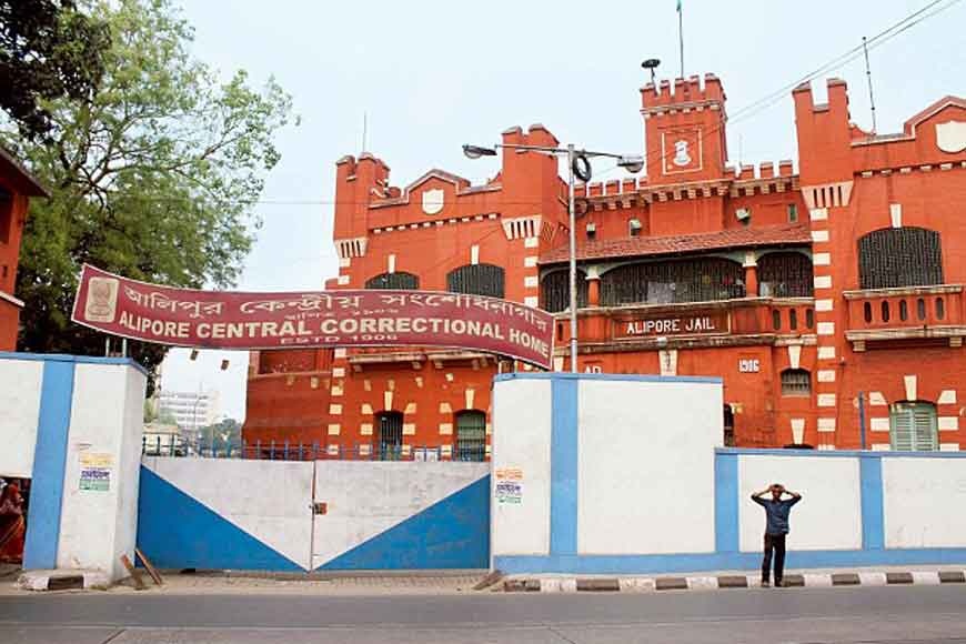 Alipore prison inmates make Kali idols