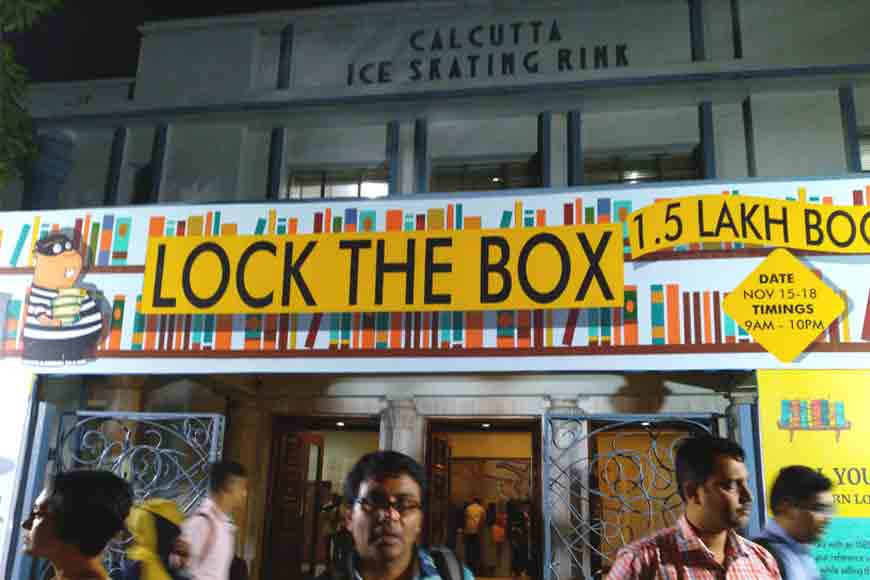 Buying books in kilos at Bookchor carnival in Kolkata