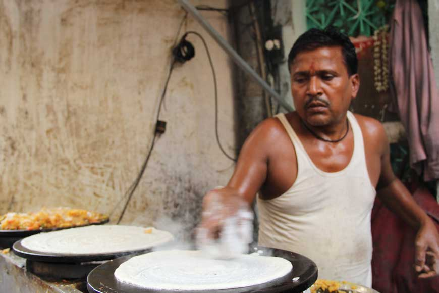 Ratan's dosa stall in Burrabazar is a must try out