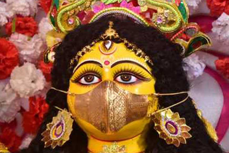 Gold Mask for Durga Idol to spread Pandemic awareness