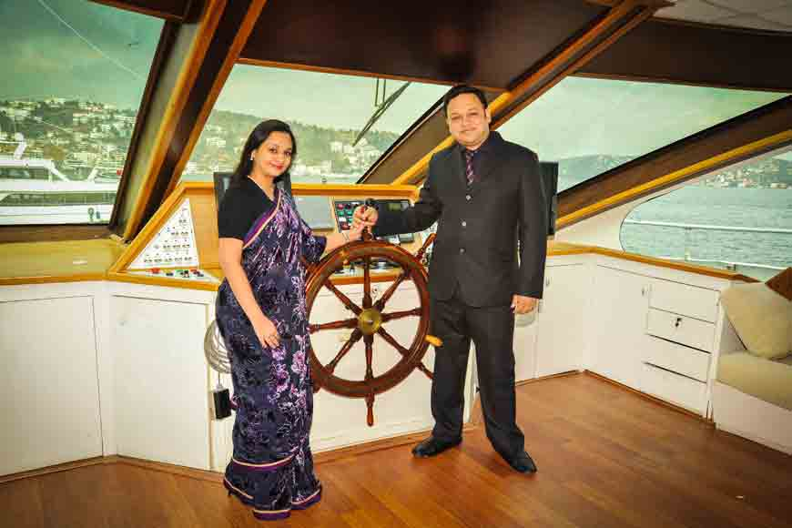 Kolkata boy opens the first ever floating restaurant on sea!
