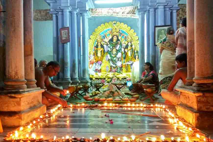 Peep into 300-year-old Chandannagar's Mondal Bari Puja