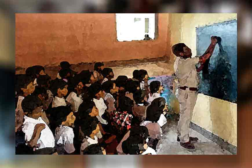 Police 'kaku' of Murshidabad giving free English coaching to students