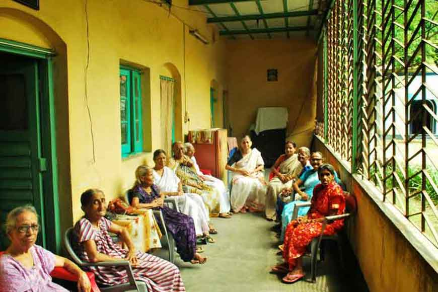 Government lends a helping hand to city elders, gives Bharosa